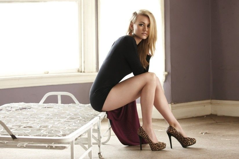 Yvonne Strahovski sitting on a ruined bed free desktop backgrounds and  wallpapers
