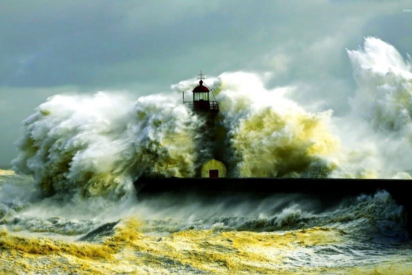 Waves crashing in the lighthouse wallpaper