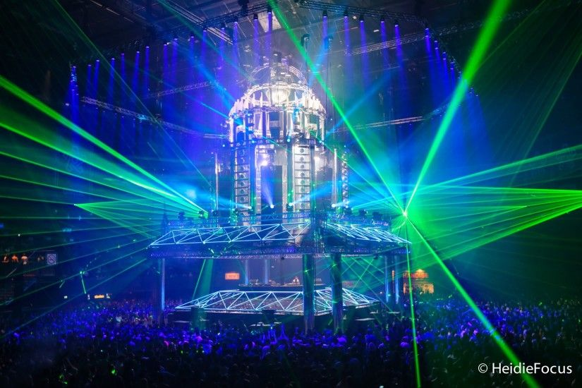 EDM stage design - qapital qdance 2