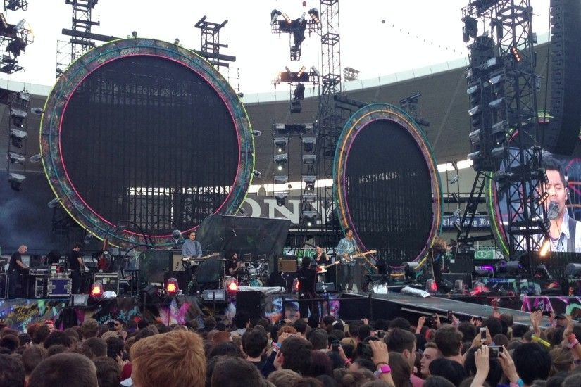 File:The Temper Trap at the Mylo Xyloto Tour.jpg