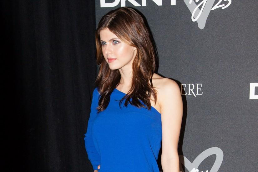 full size alexandra daddario wallpaper 2560x1440 for phone