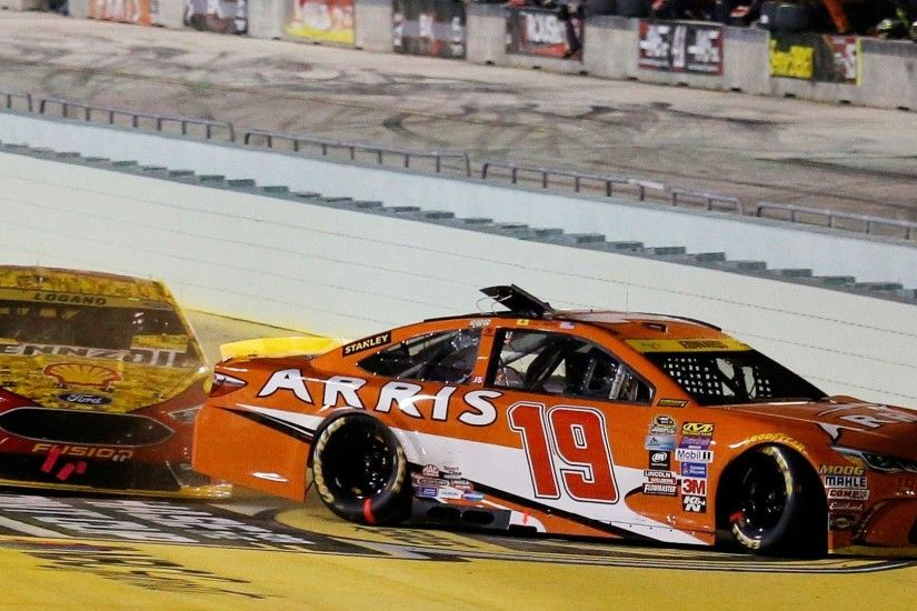 NASCAR championship: Carl Edwards, Joey Logano explain their sides of fiery  wreck