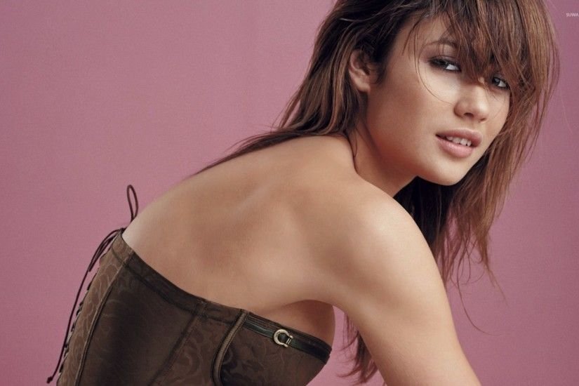 Olga Kurylenko Hot wallpaper