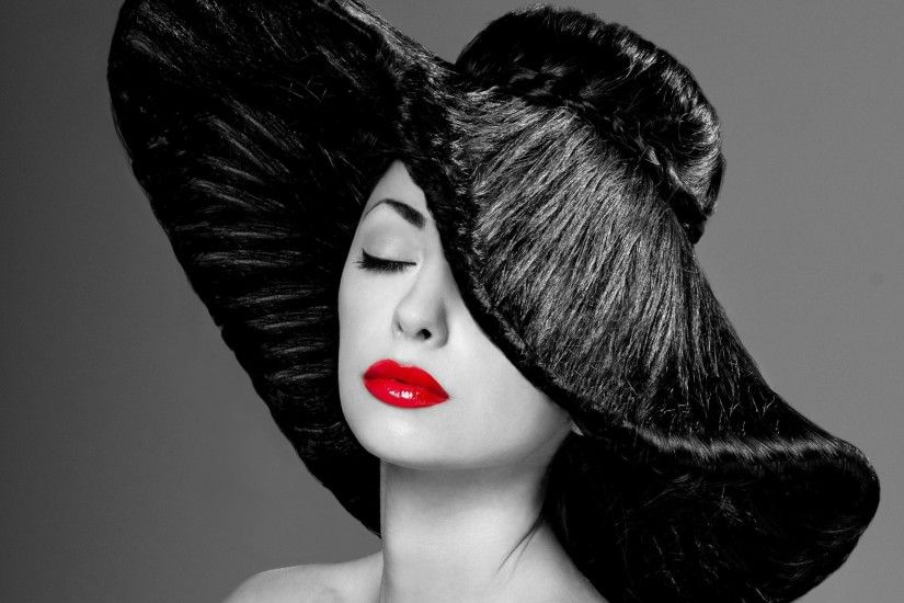 girl photo black and white hat make-up red lips
