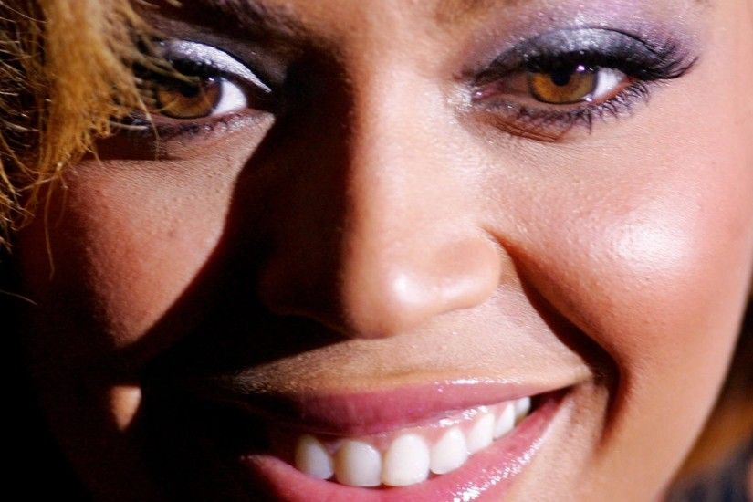 Preview wallpaper beyonce, girl, actress, look, smile, hair 2048x2048