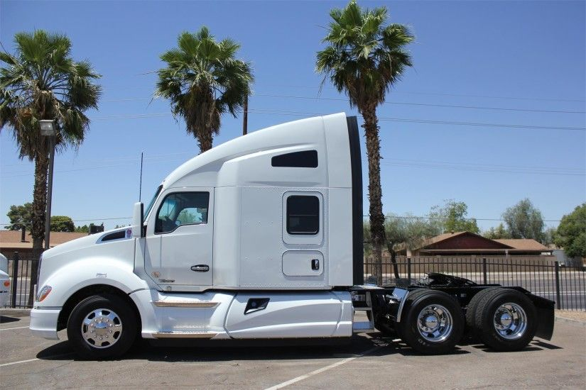 HD Kenworth T680 Semi Tractor Image Download Wallpaper