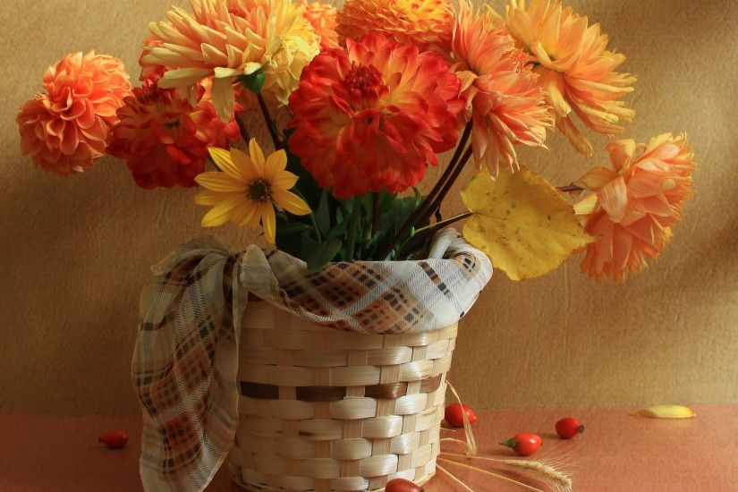 22 Beautiful Yard Decorations Created With Colorful Fall Flowers