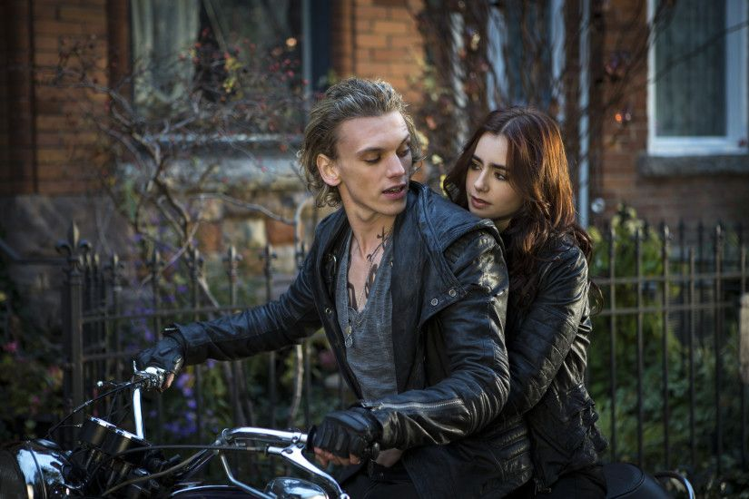 the-mortal-instruments-city-of-bones-lily-collins-