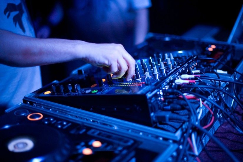 ... Beat Box: 4 Great Mixers For Shoestring Budget DJ's For Under $200 .