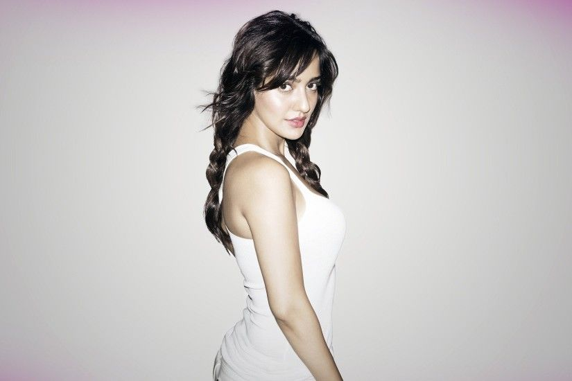 neha sharma glamour new looks high definition wallpapers | high
