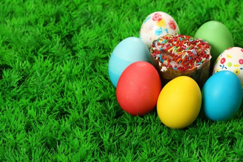 Easter eggs on artificial grass for 1920x1080
