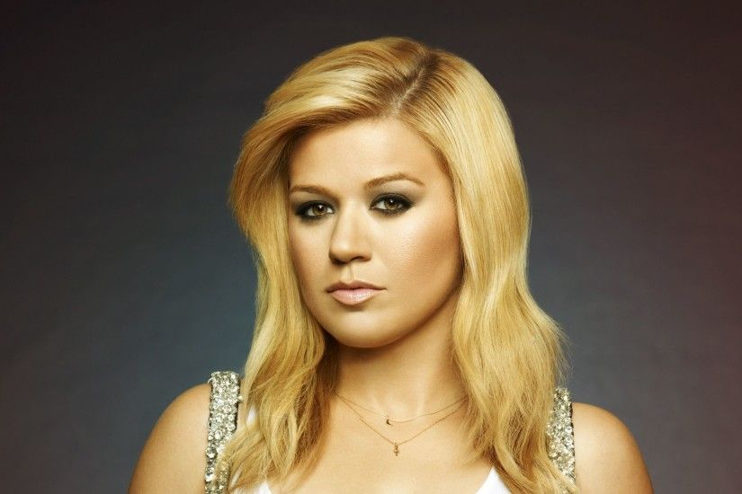 Kelly Clarkson Sizzling HD Desktop Wallpaper