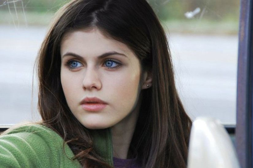 Alexandra Daddario HD Wallpapers is the Most beautiful actress of Hollywood.