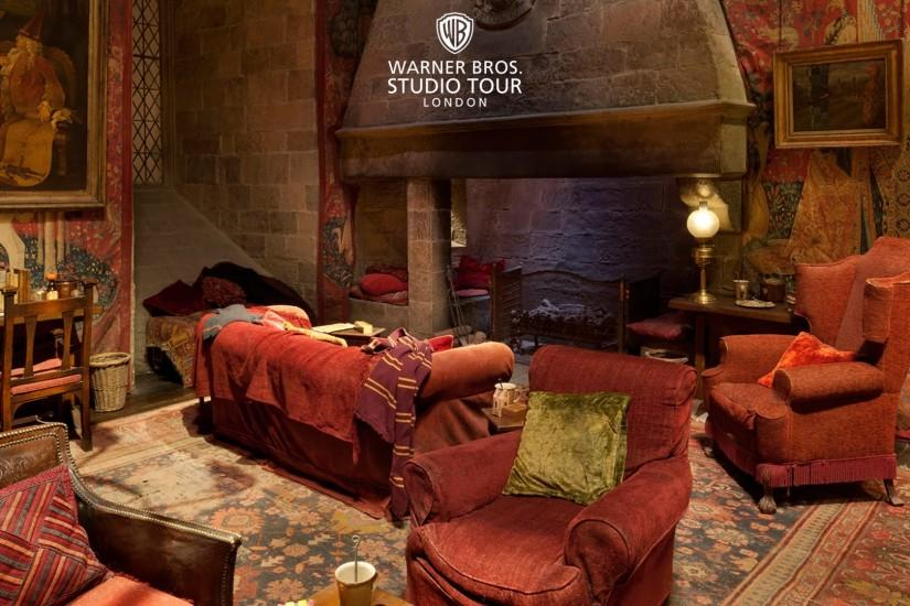 The Gryffindor common room set in 360 degrees | Warner Bros. Studio Tour  London