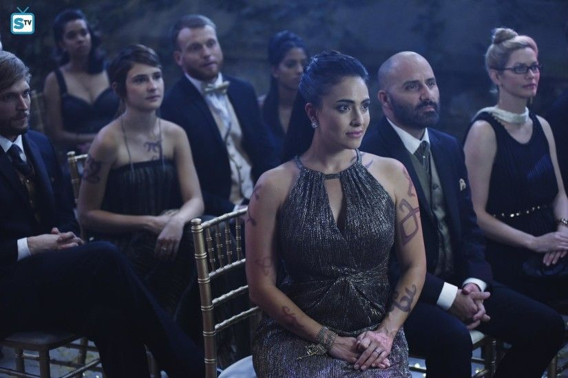 Shadowhunters' 1×12 Review: 'Malec' ...