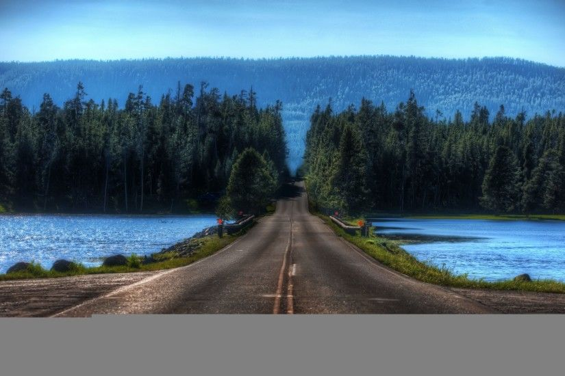 Road in Yellowstone Montana Mac wallpaper
