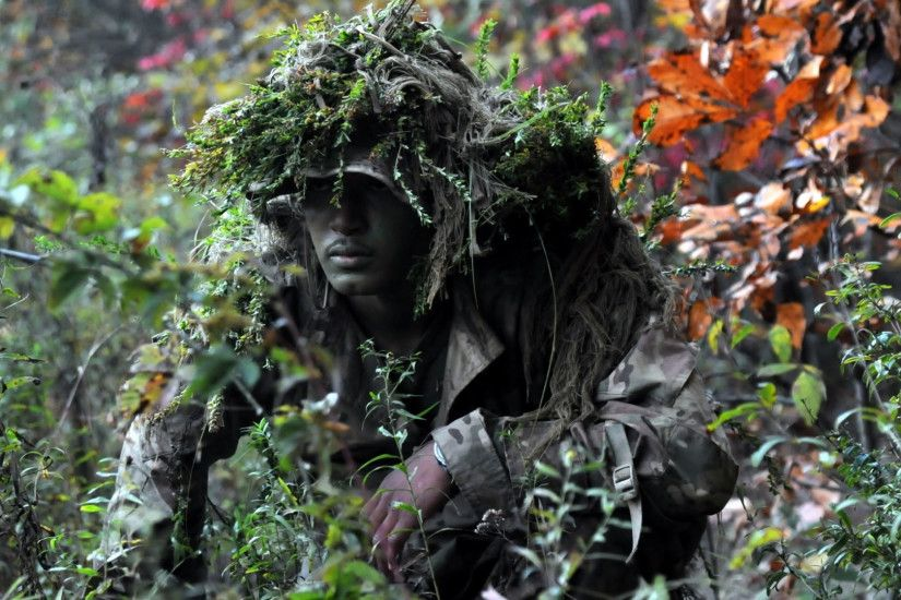 1920x1080 Soldier in Ghillie Suit