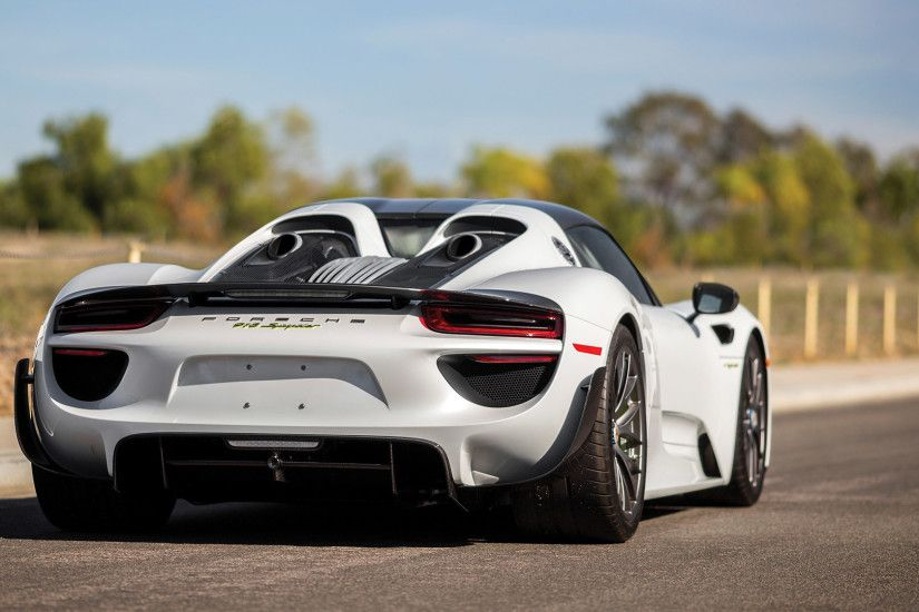 2015 Porsche 918 Spyder Weissach Package picture