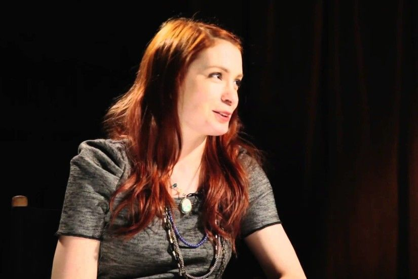 Felicia Day talks Dragon Age II DLC, Mass Effect romances and more - YouTube