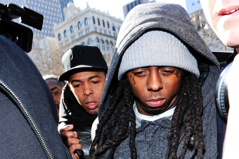 Musician Lil Wayne arrives in court for weapon charges at New York State  Supreme Court on March 8, 2010 in New York City.