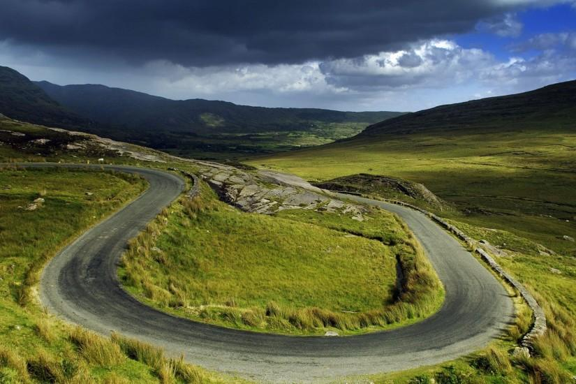 Preview wallpaper plain, road, bends, green, loop, turn 3840x2160