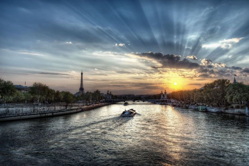 Stunning sunset in Paris HD Desktop Wallpaper