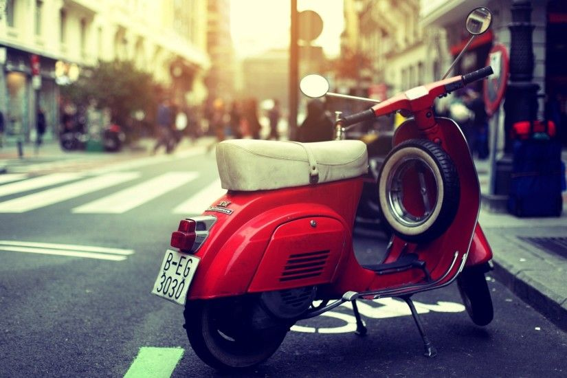 Red Old Scooter Vespa Wallpaper HD Widescreen