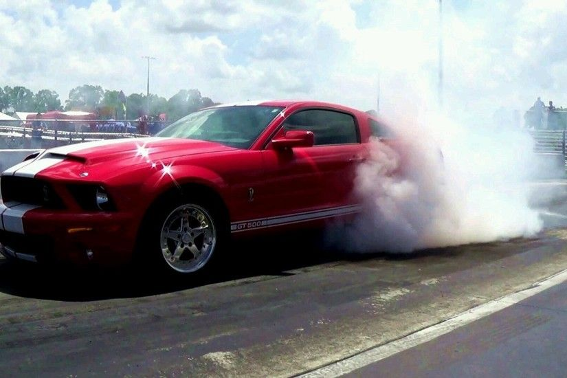 Mustang Race. American Muscle Cars Drag Racing!. Engine Revs Heating up  tires - YouTube