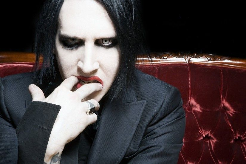 Preview wallpaper marilyn manson, tattoo, jacket, attachment lens, lipstick  1920x1080