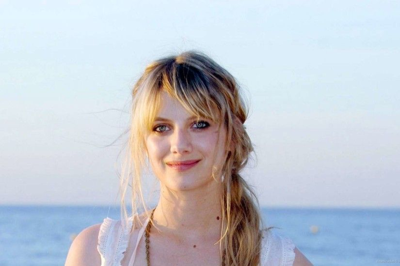Melanie Laurent Desktop Wallpaper picture