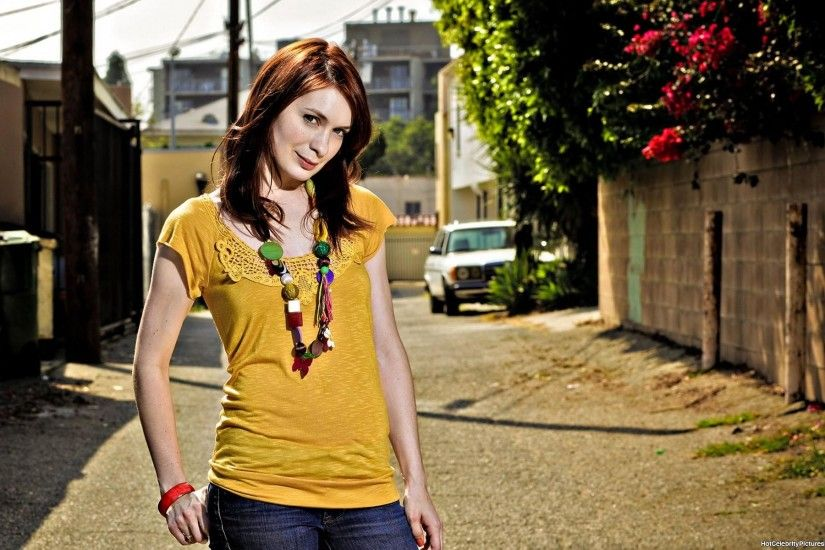 ... Felicia Day wallpaper ...