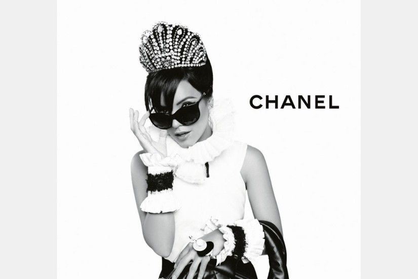 Preview wallpaper chanel, lily allen, girl, bag, sunglasses, high fashion  2560x1440