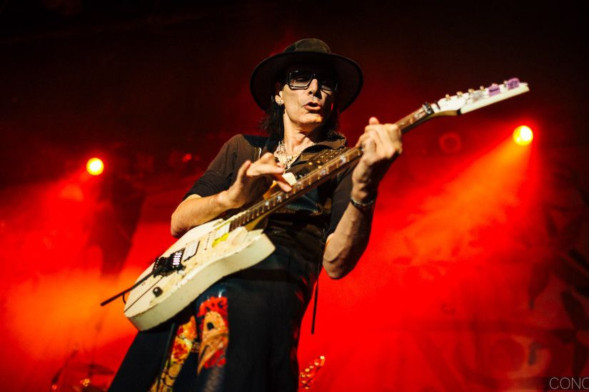 How Guitar Legend Steve Vai used Free Work to Get Hired by Frank Zappa
