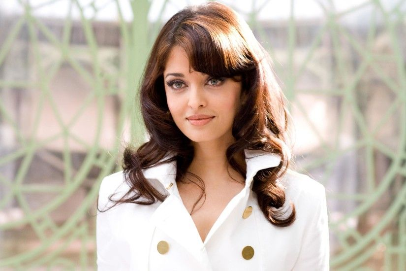 bollywood actress aishwarya rai white-dress pic