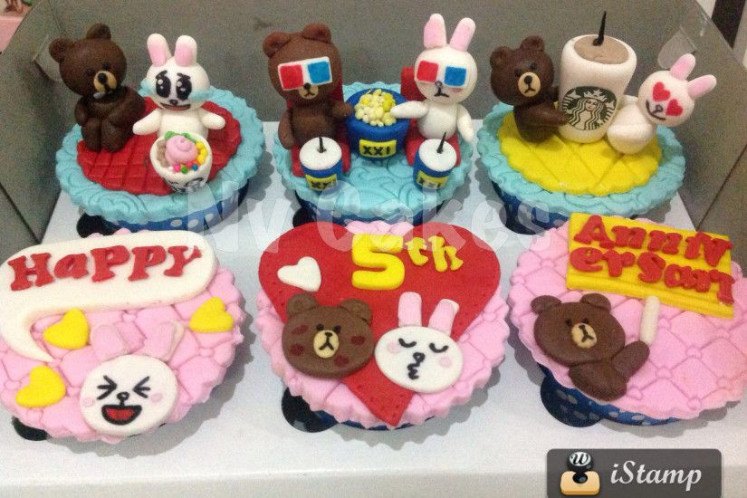 Brown and cony anniversary cupcakes by Nv Cakes