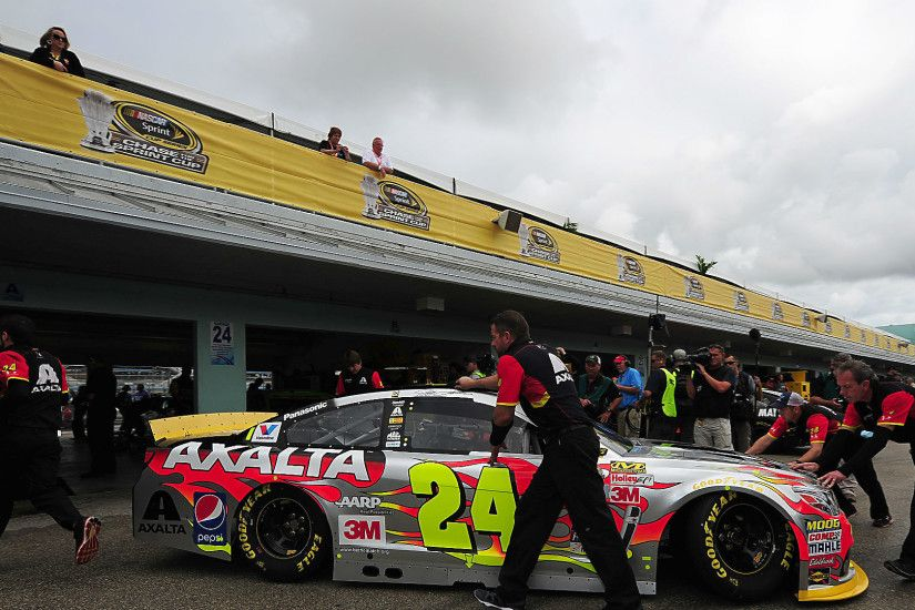 Sprint Cup championship race, Jeff Gordon's finale, delayed by rain |  NASCAR | Sporting News