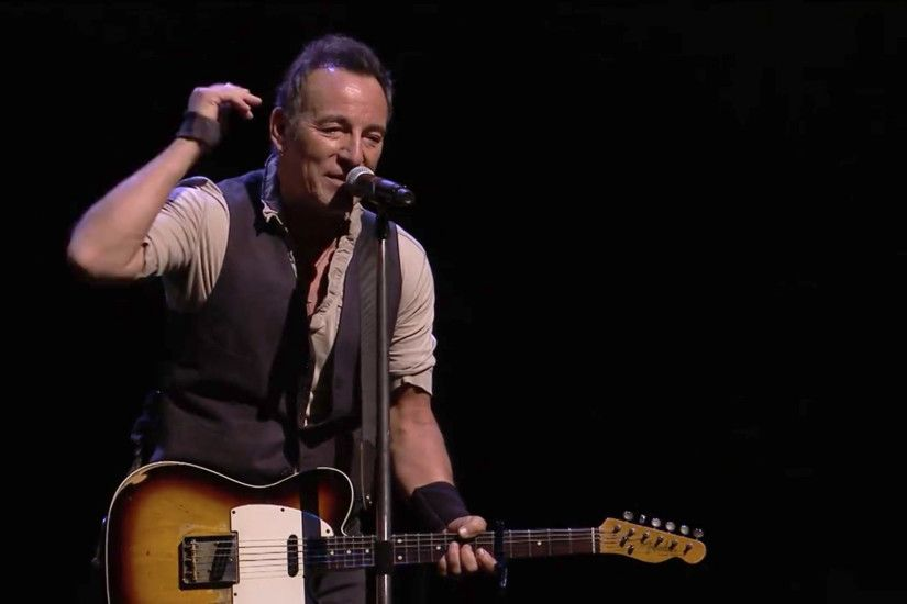 "Bruce Springsteen Praises Trump Protestors At Australian Show: ""We Are The  New American Resistance"" - Music Feeds"