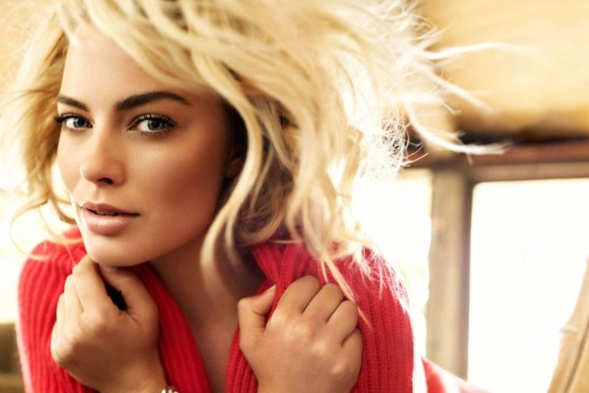 Preview wallpaper margot robbie, girl, actress, face, jewelery 2560x1440
