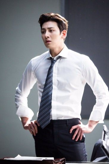 "[Drama] Ji Chang Wook looks dashing in suits in ""Suspicious Partner"" May  2017"