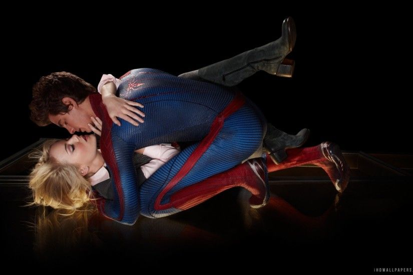 Peter Parker And Gwen Stacy Kiss ...