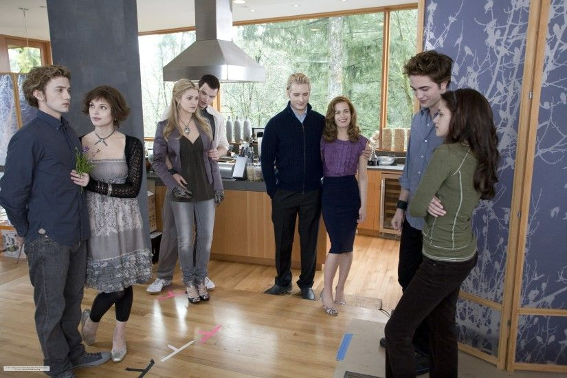 Twilight~ The Cullen's.. Love Alice's Dress And Esme's Top
