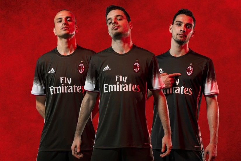 It's a pretty nice kit, and I'm glad Adidas have added the stripes under  the sleeves. It's a bold design choice and they didn't do it on the 'road'  shirt.