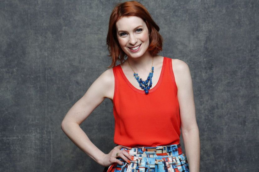 Felicia Day lets the world know that 'You're Never Weird on the Internet  (Almost)' - LA Times