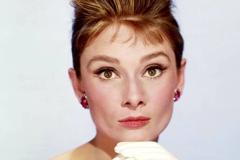 Preview wallpaper breakfast at tiffanys, audrey hepburn, holly golightly,  face 2560x1440