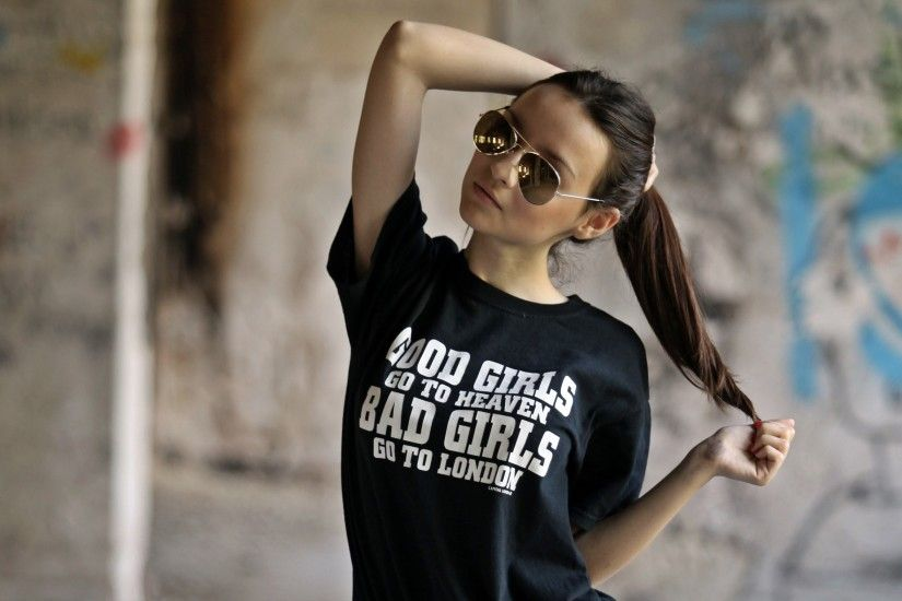 Brown Hair Glasses T-shirts Women