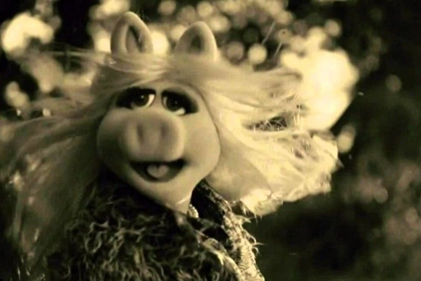 "Hello, It's Miss Piggy! Adele's ""Hello"" Gets The Muppets Treatment In  Hilarious Promo During AMAs - YouTube"