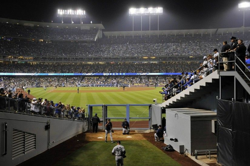 Mariano Rivera gets the call in Dodgers stadium : baseball