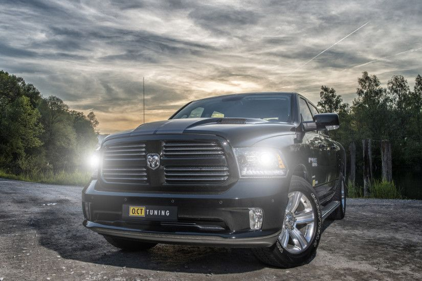 Dodge RAM 5.7 HEMI Front View for 2560x1440