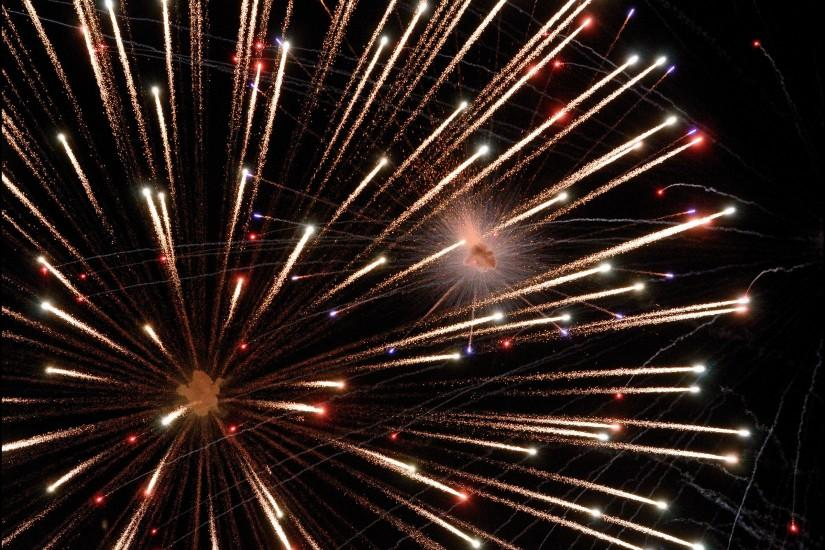 gorgerous fireworks background 2400x1634