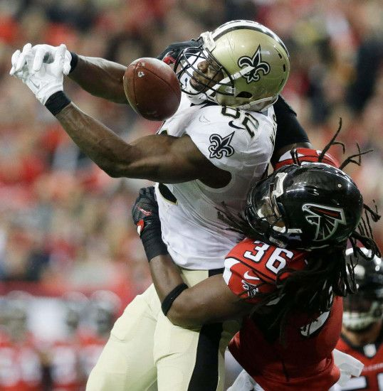 New Orleans Saints tight end Benjamin Watson (82) misses the catch against  Atlanta Falcons
